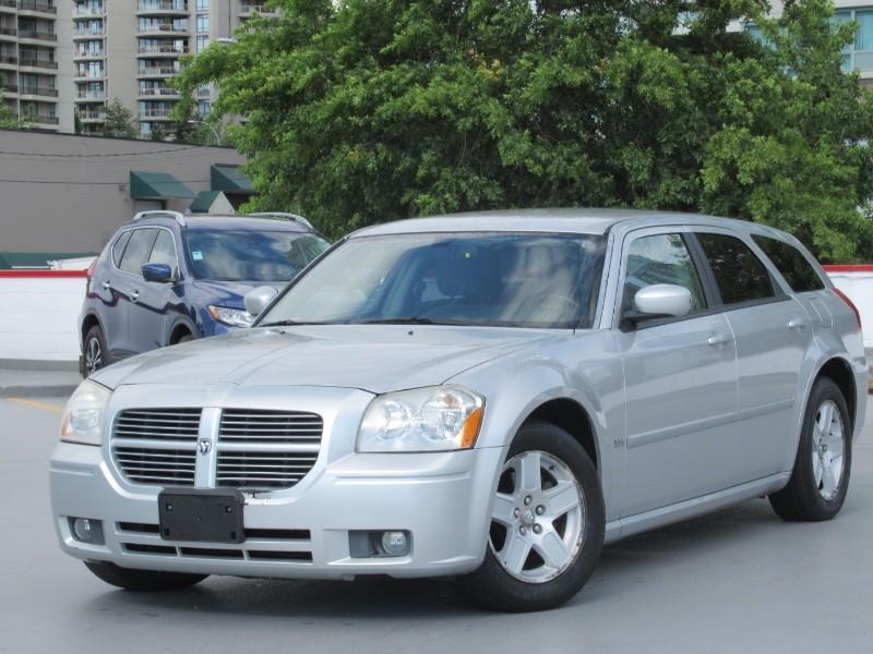 2006-Dodge-Magnum
