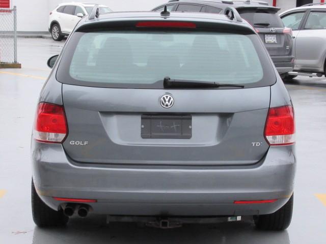 2011-Volkswagen-Golf Wagon