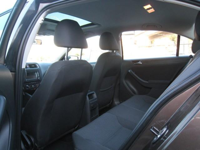 2011-Volkswagen-Jetta