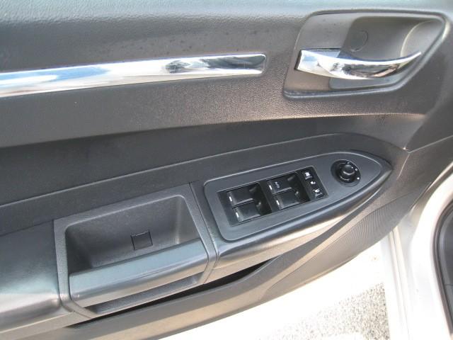 2008-Chrysler-300