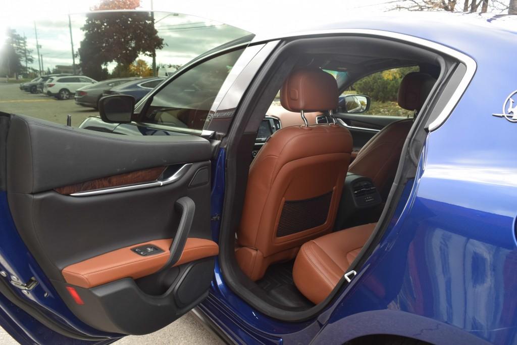 2015-Maserati-Ghibli