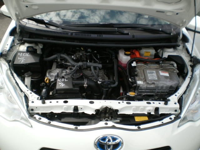 2013-Toyota-Prius C