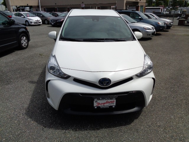 2018-Toyota-Prius V