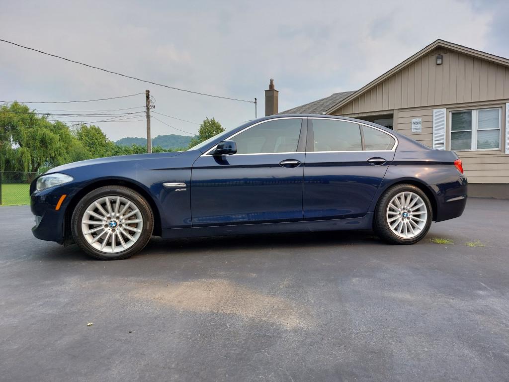 2011-BMW-5 Series