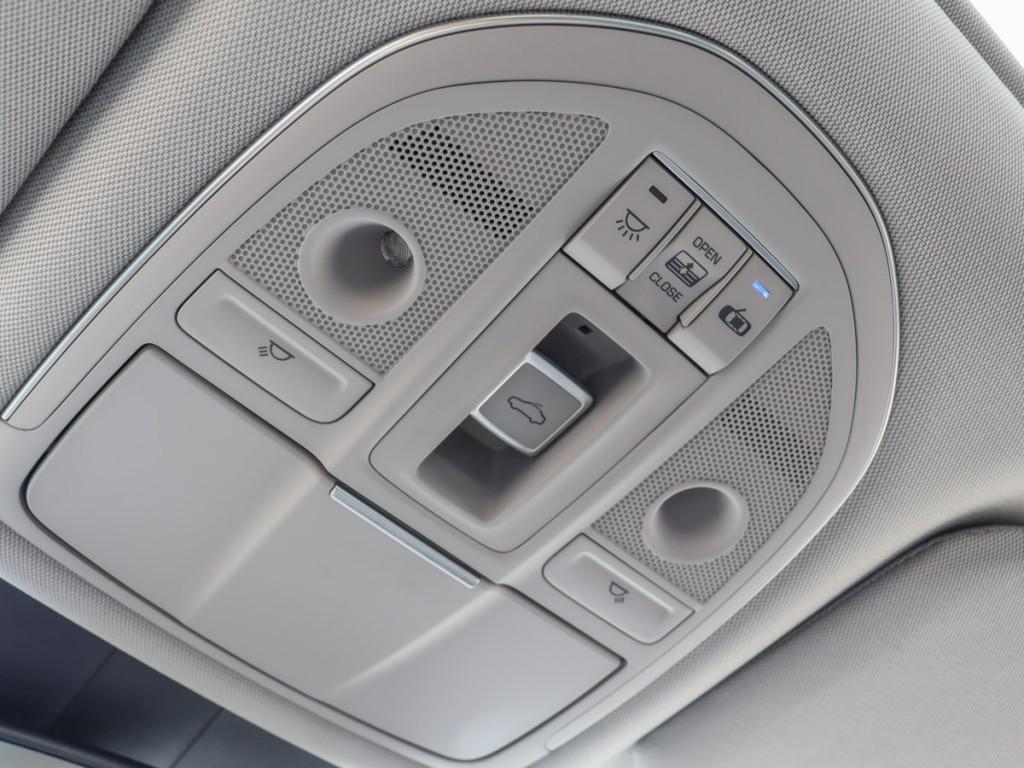2016-Hyundai-Genesis