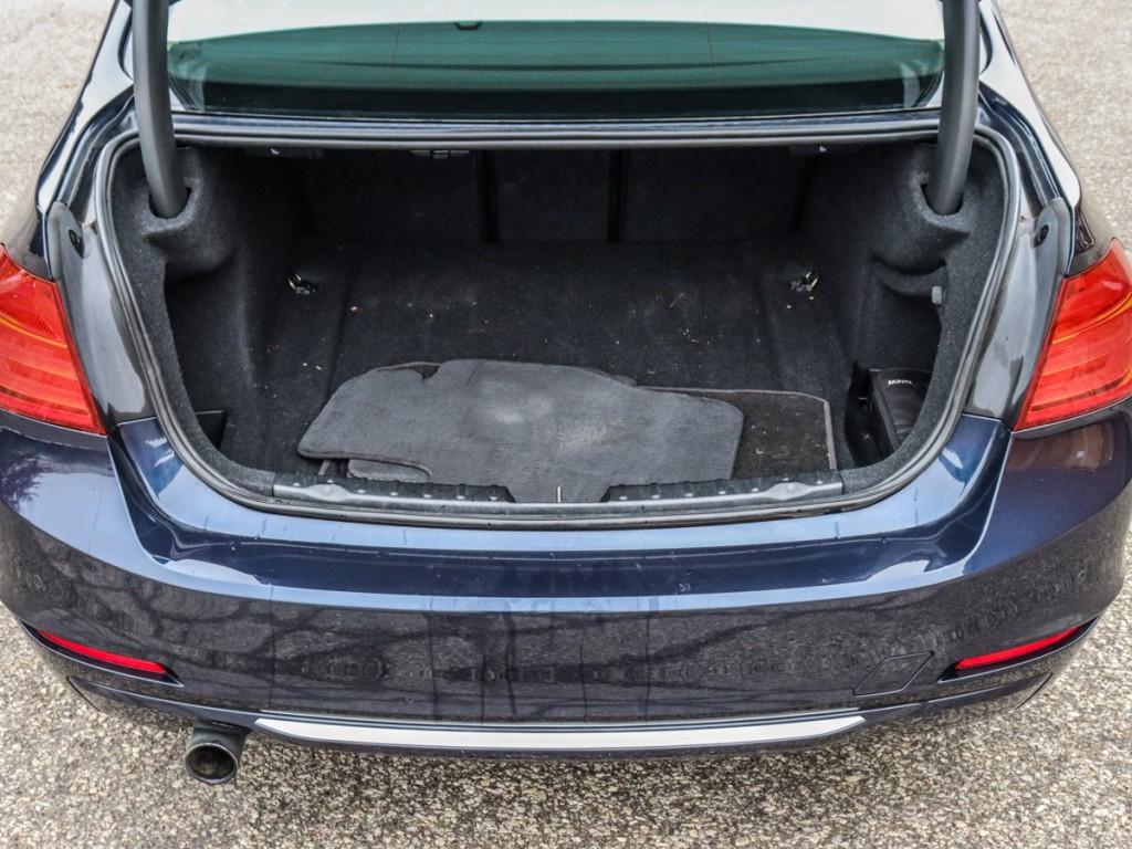2013-BMW-320i xDrive