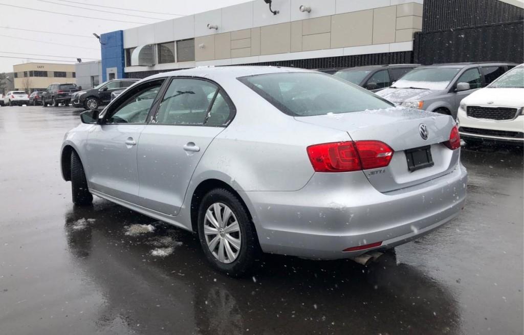2013-Volkswagen-Jetta Sedan