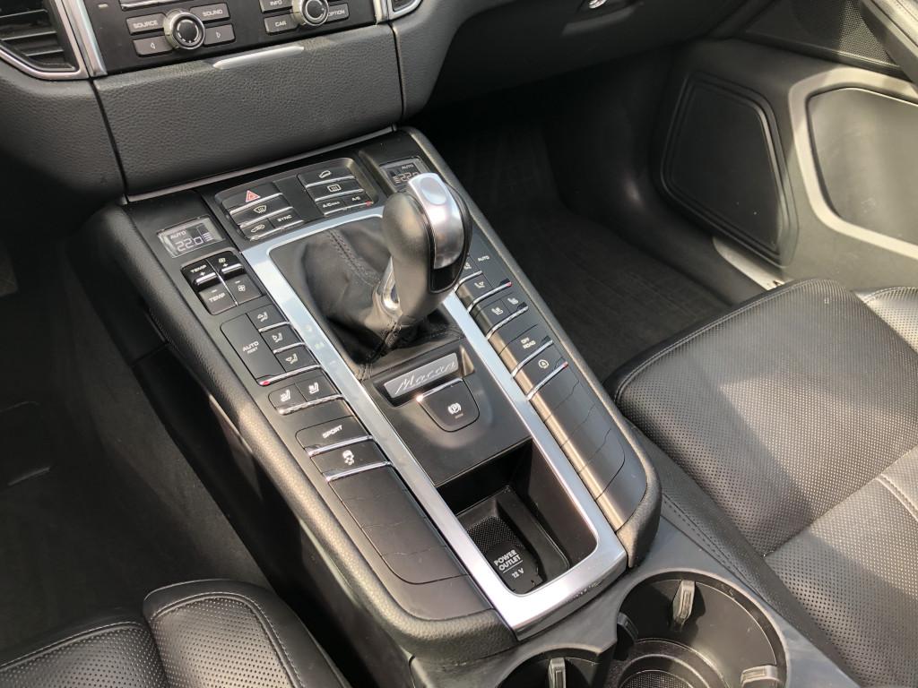 2016-Porsche-Macan