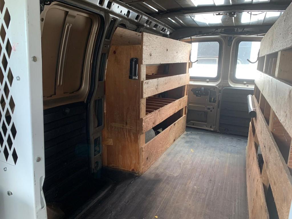 2005-GMC-Savana Cargo Van