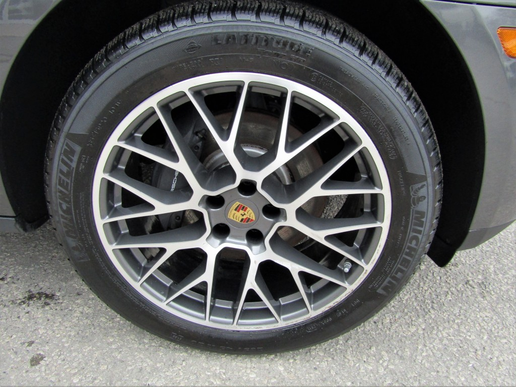 2018-Porsche-Macan
