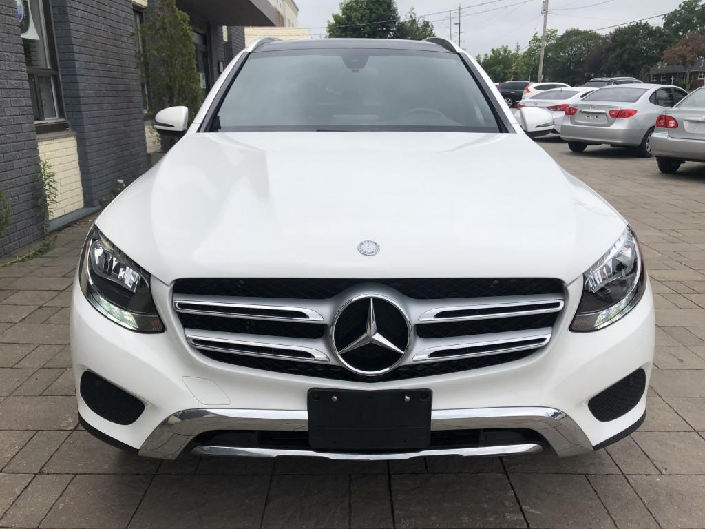 2017-Mercedes-Benz-GLC300