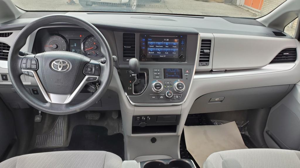 2016-Toyota-Sienna