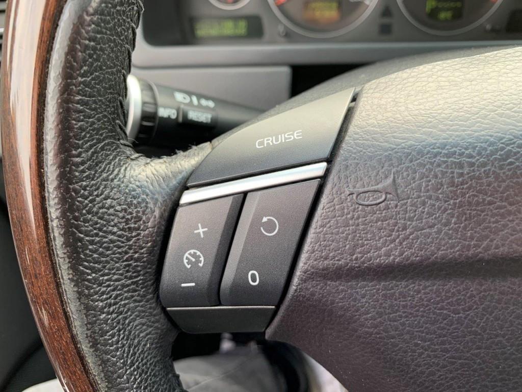 2010-Volvo-XC90