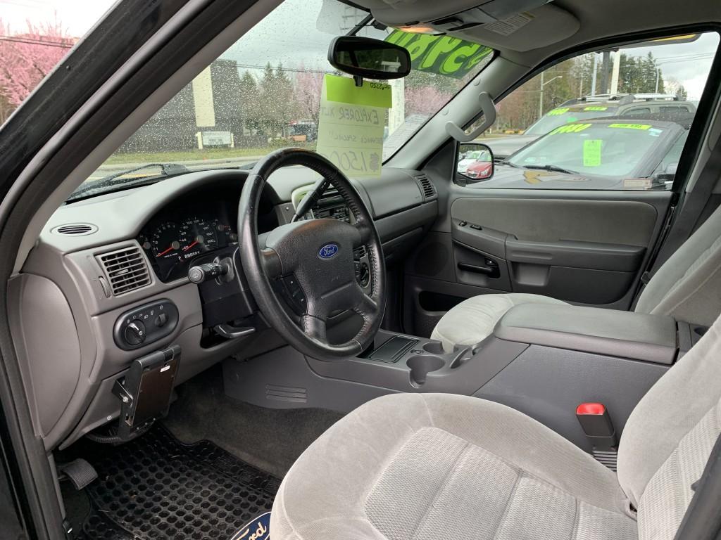 2005-Ford-Explorer