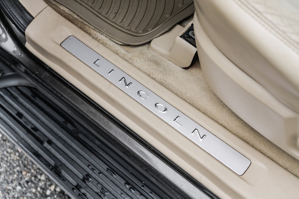 2005-Lincoln-Aviator