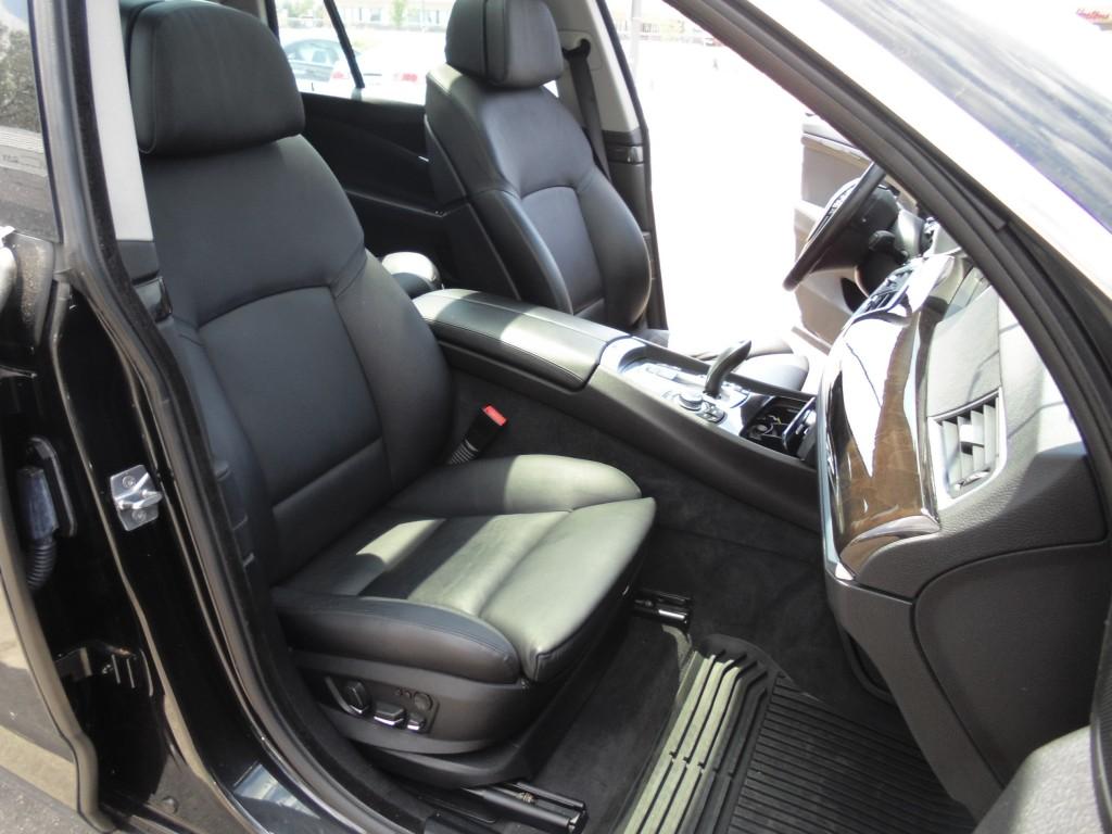 2011-BMW-5-Series GT