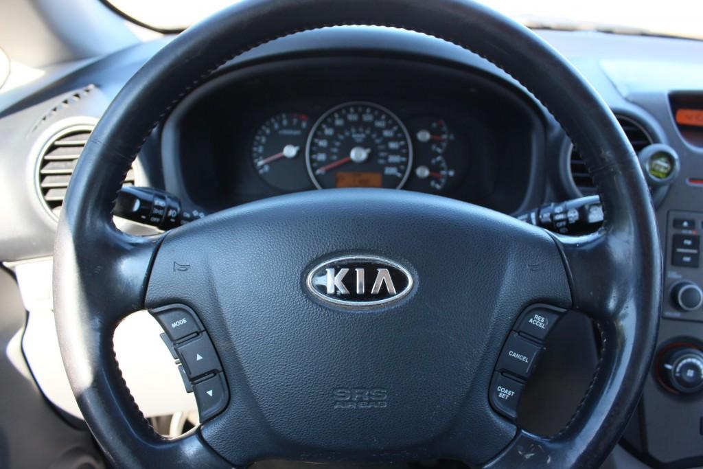 2008-Kia-Rondo