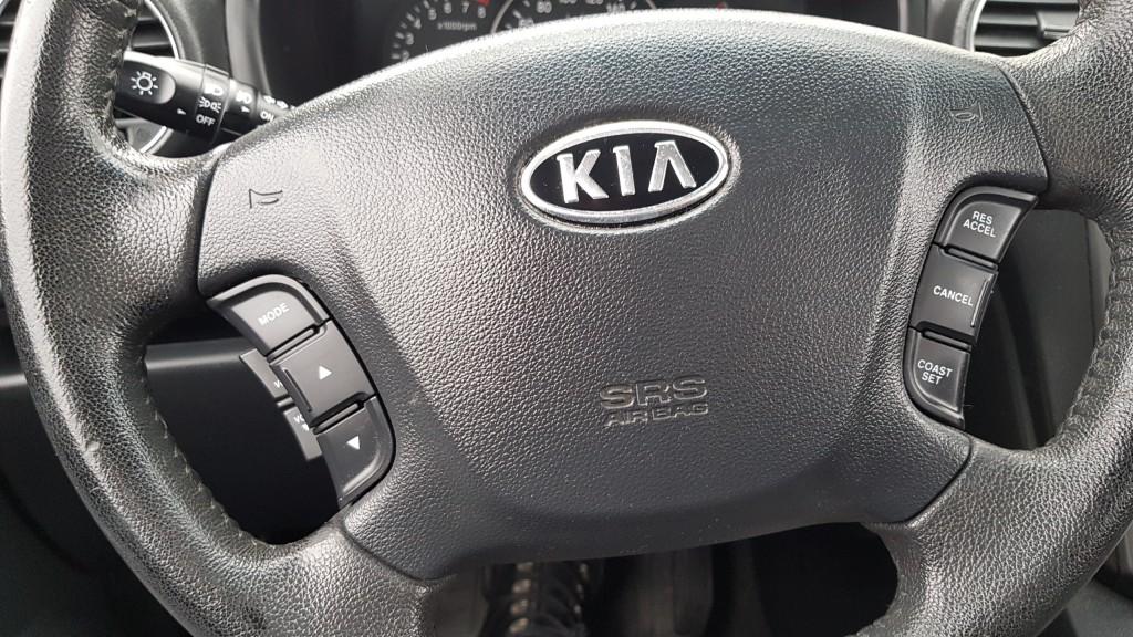 2012-Kia-Rondo