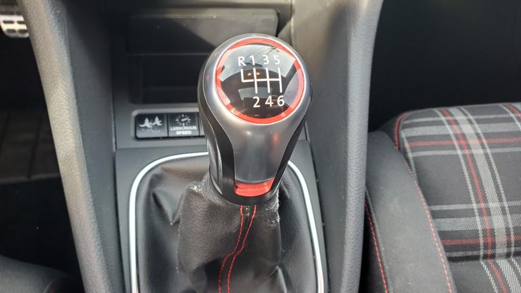 2011-Volkswagen-Golf GTI