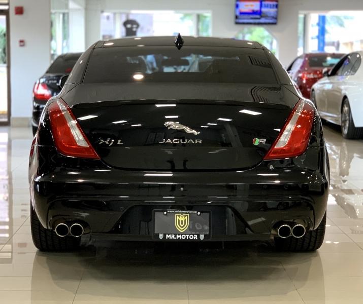 2017-Jaguar-XJ