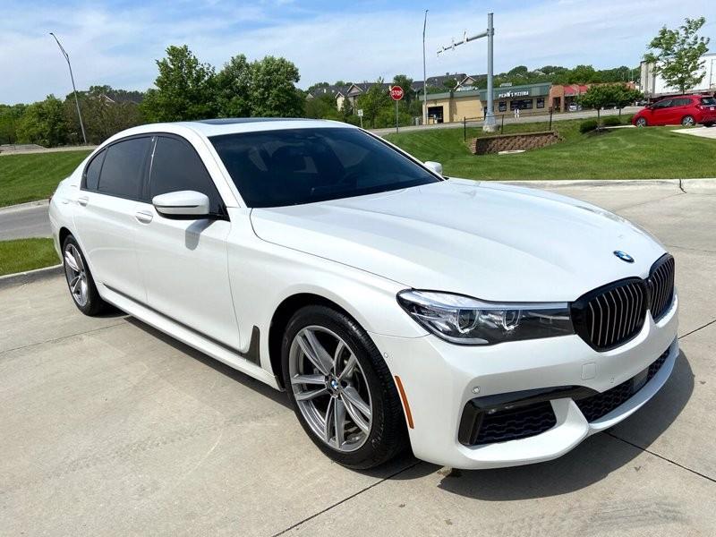 2016-BMW-7 Series