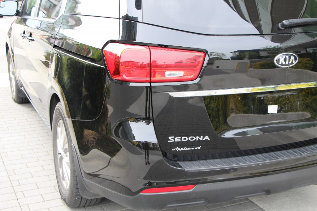 2019-Kia-Sedona