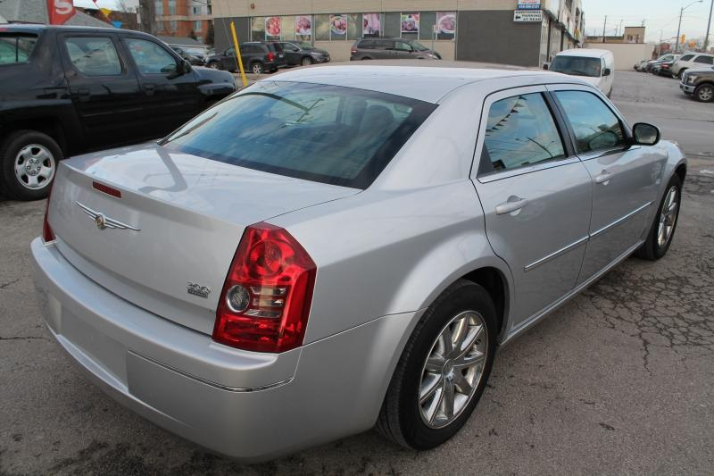 2009-Chrysler-300