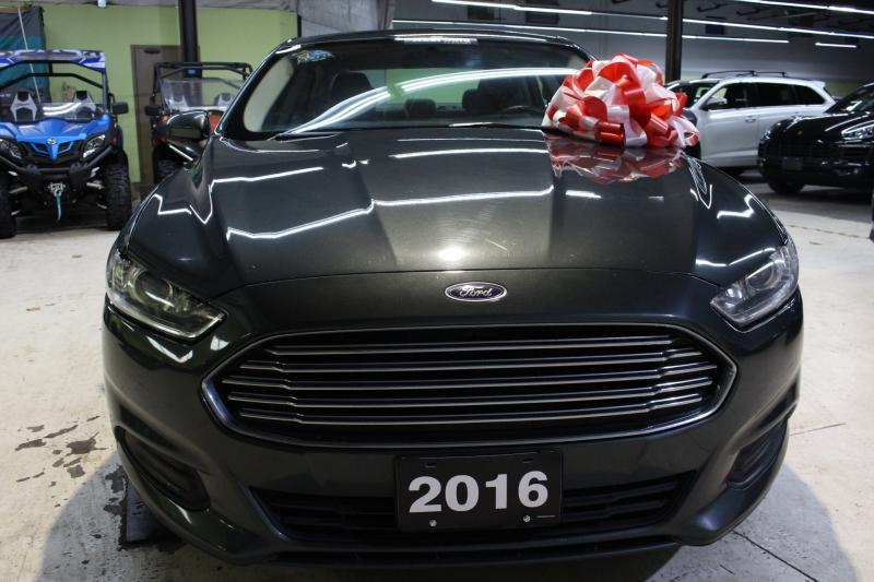 2016-Ford-Fusion Hybrid