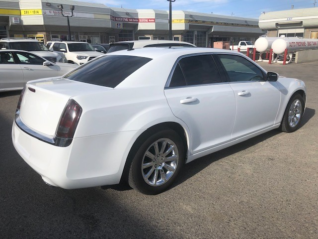 2013-Chrysler-300