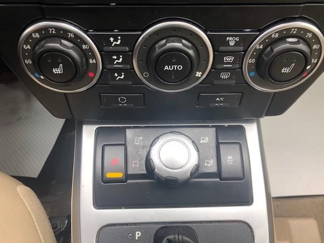2011-Land Rover-LR2