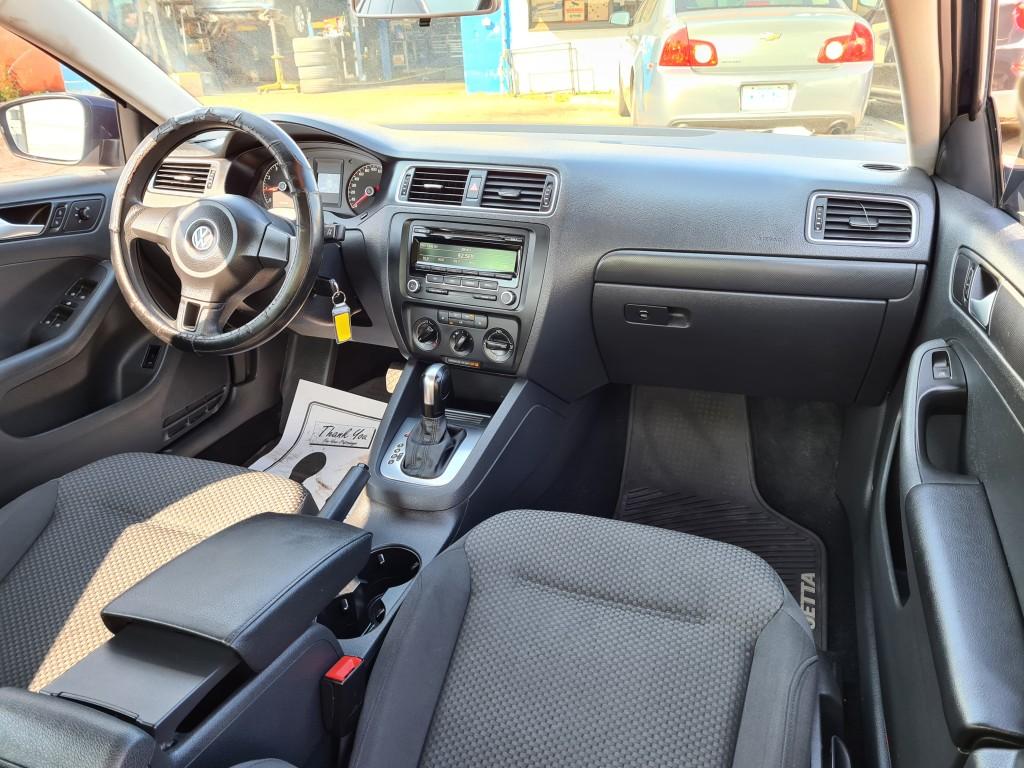 2014-Volkswagen-Jetta Sedan