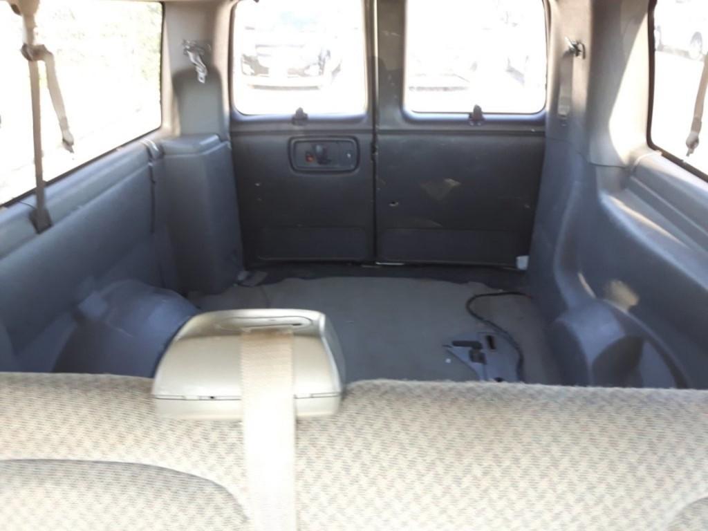2006-GMC-Savana Passenger