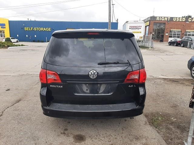 2010-Volkswagen-Routan