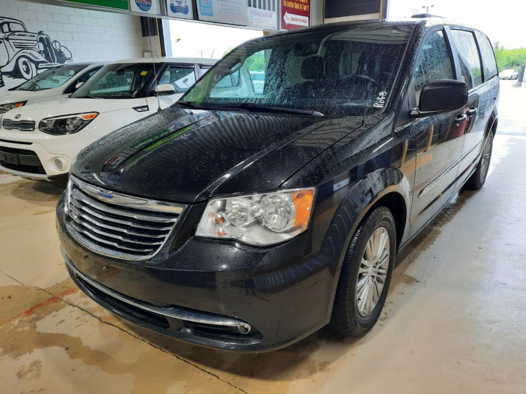 2016-Chrysler-Town & Country