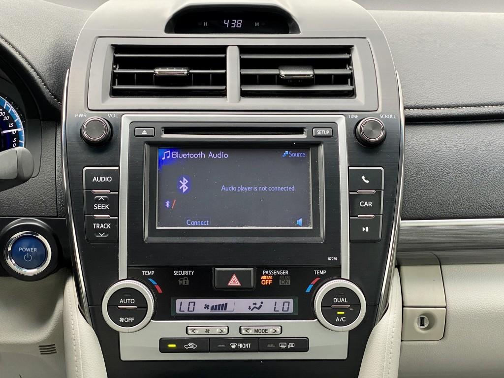 2013-Toyota-Camry Hybrid