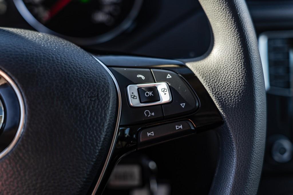 2016-Volkswagen-Jetta Sedan