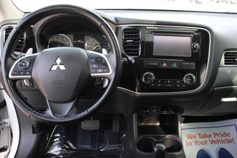 2015-Mitsubishi-Outlander
