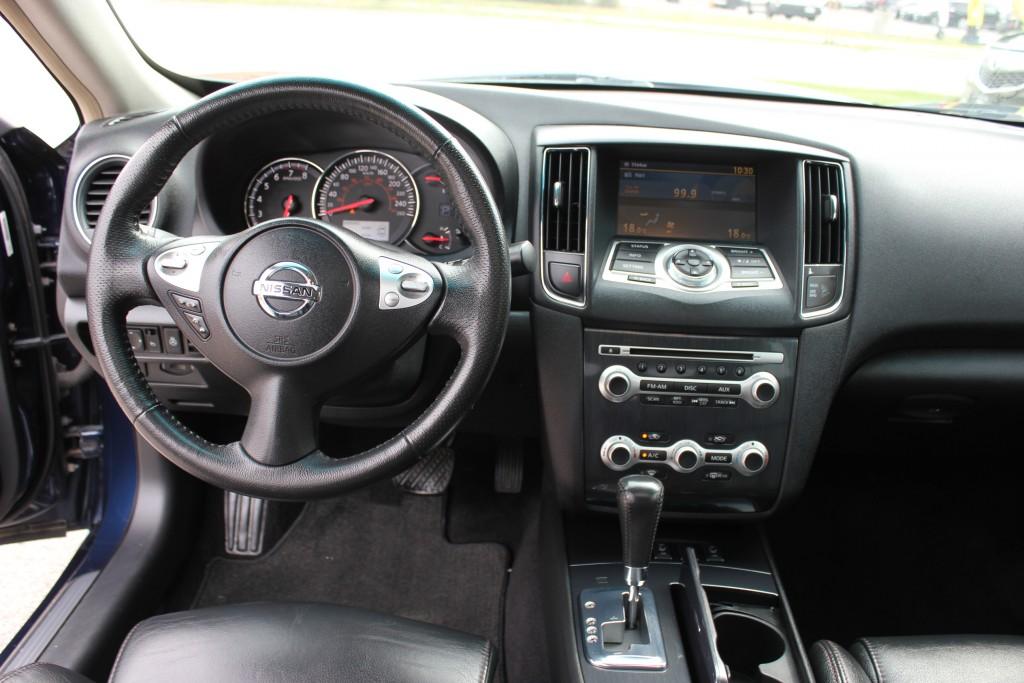 2014-Nissan-Maxima
