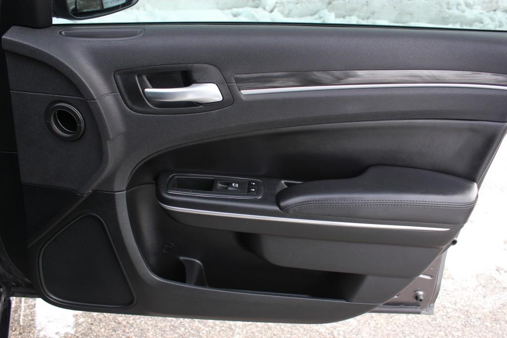 2018-Chrysler-300