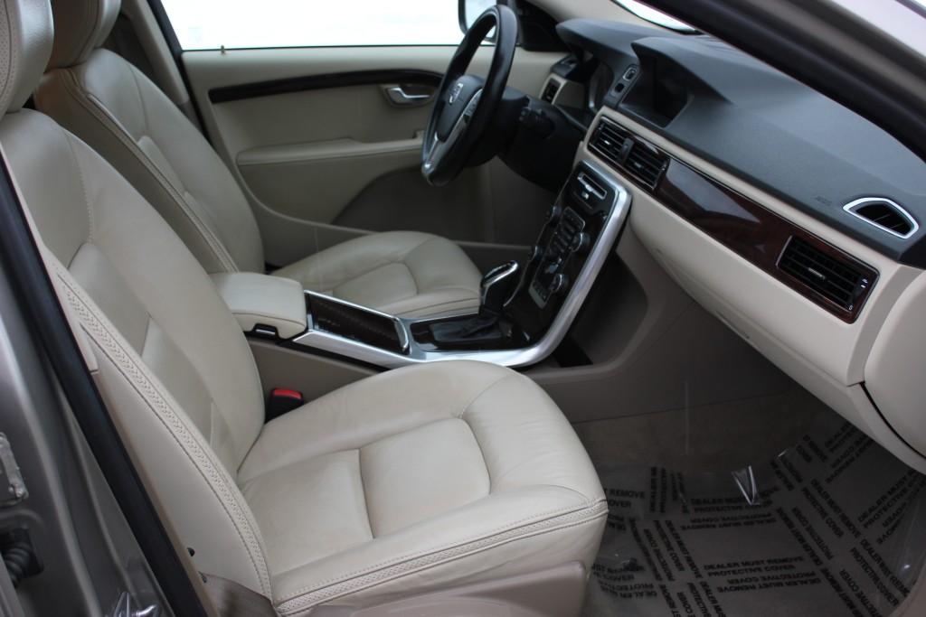 2014-Volvo-XC70