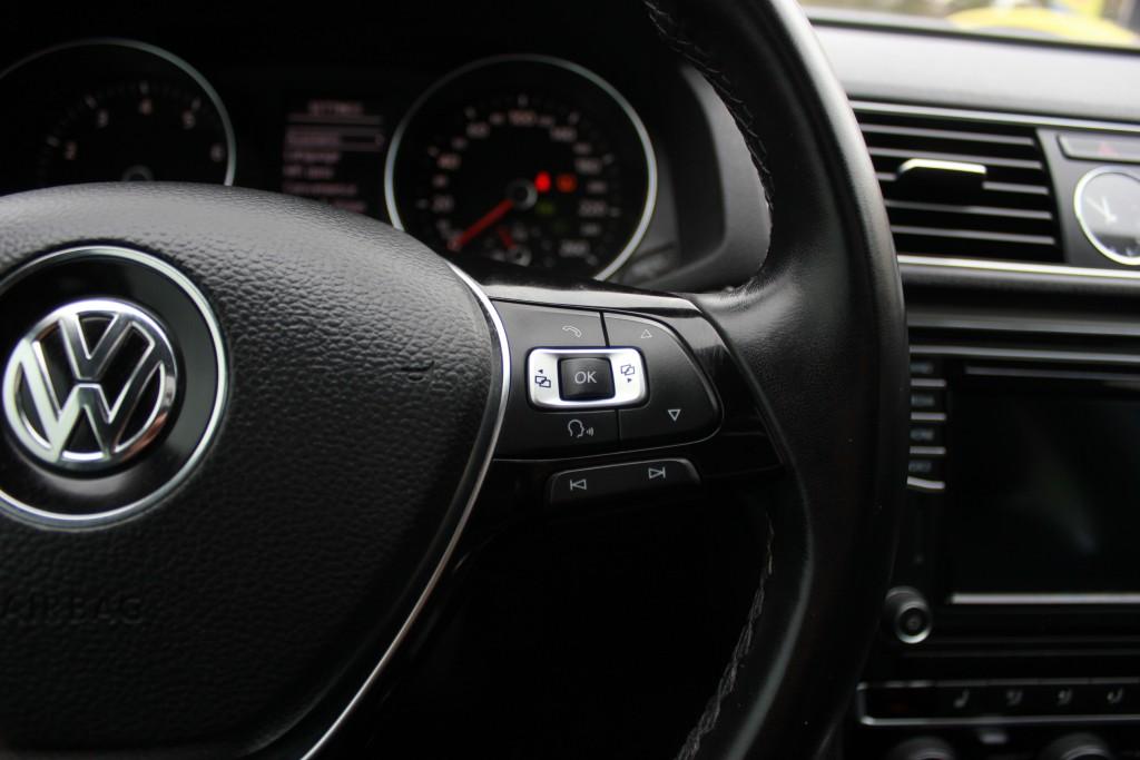 2016-Volkswagen-Passat