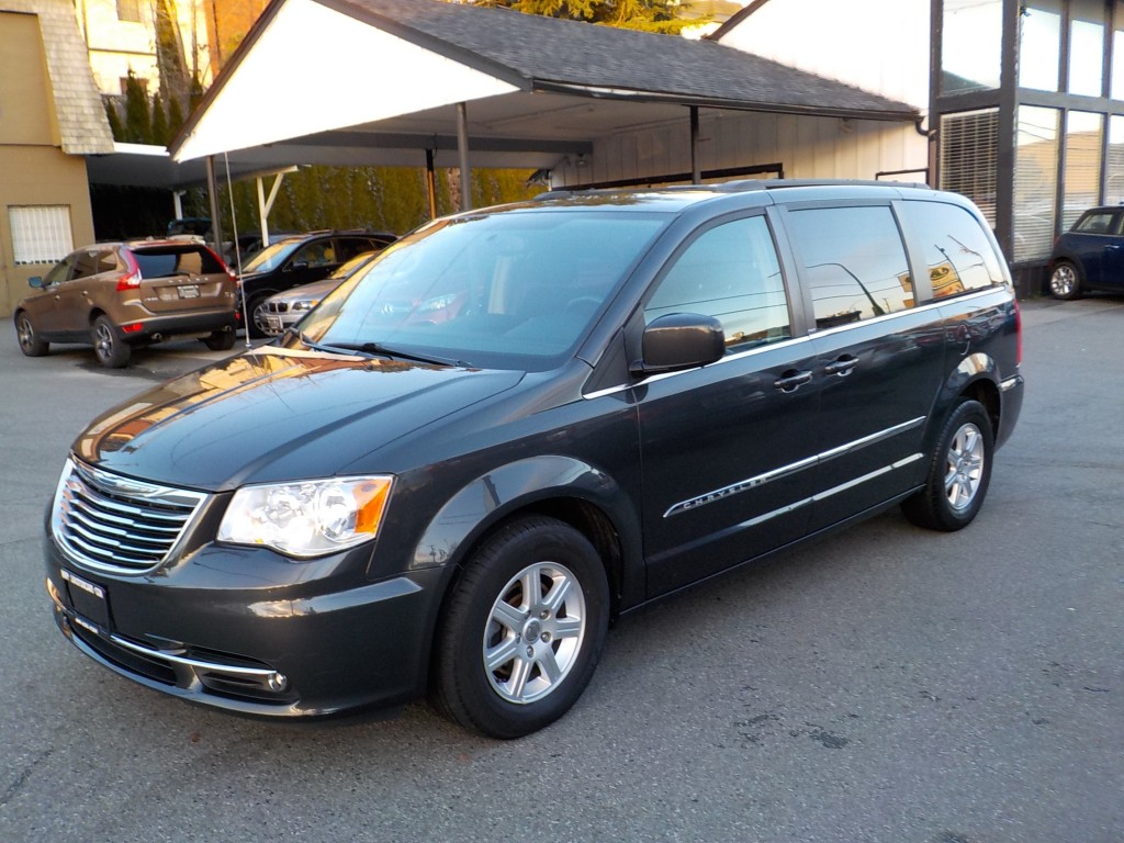 2011-Chrysler-Town & Country
