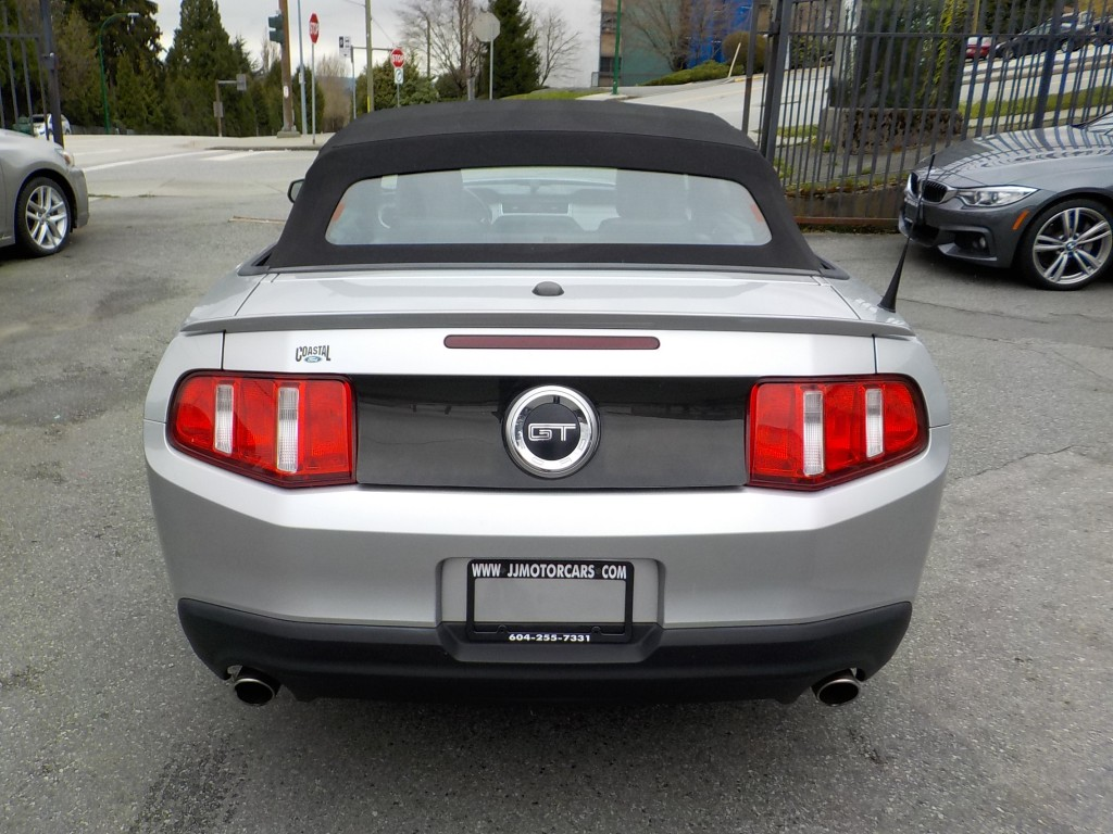 2010-Ford-Mustang