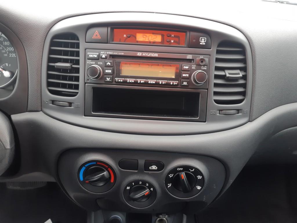 2008-Hyundai-Accent