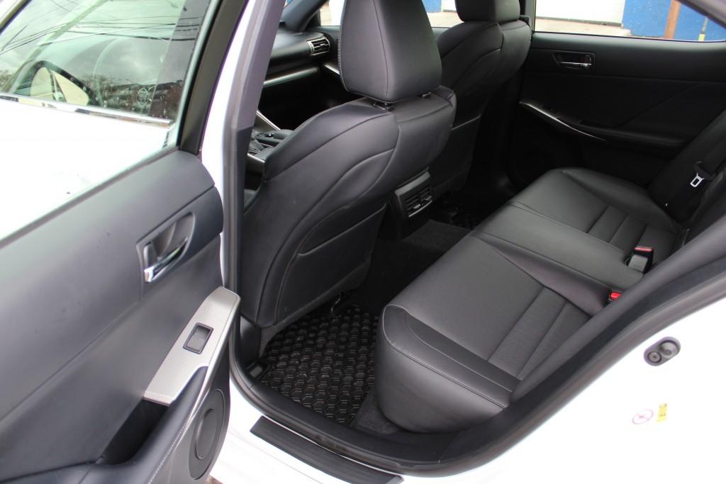 2016-Lexus-IS 300