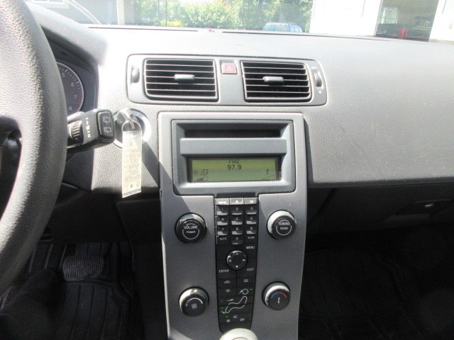 2005-Volvo-V50