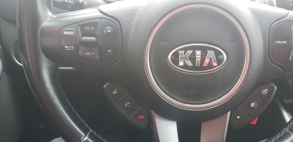 2014-Kia-Rondo