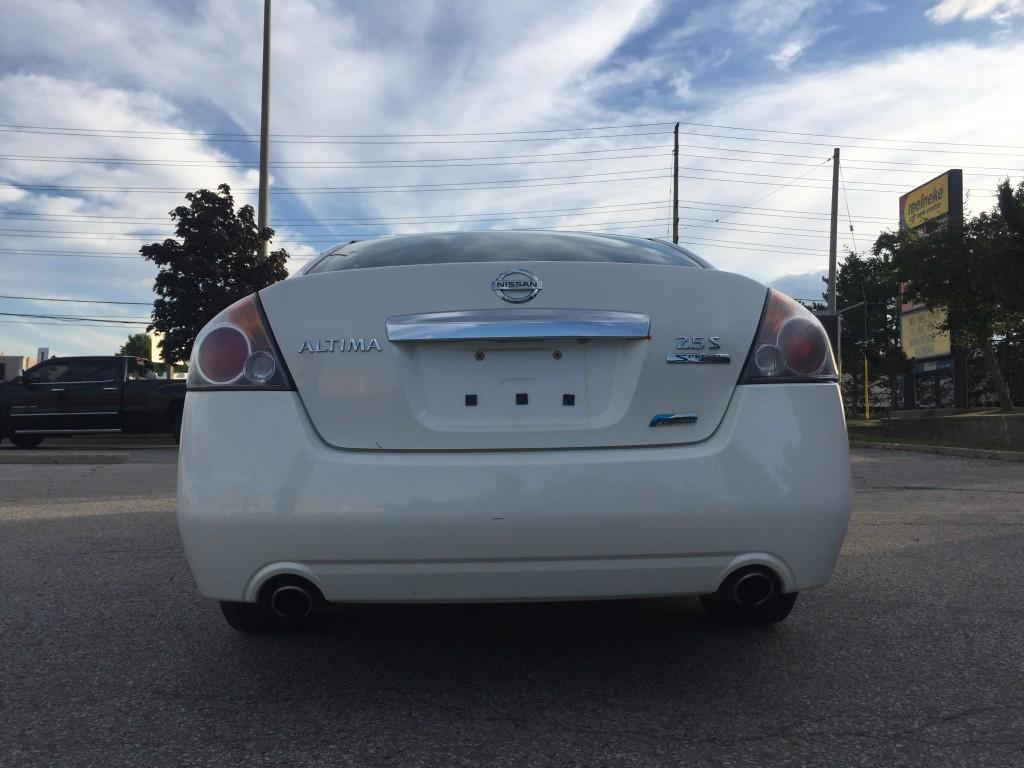 2011-Nissan-Altima