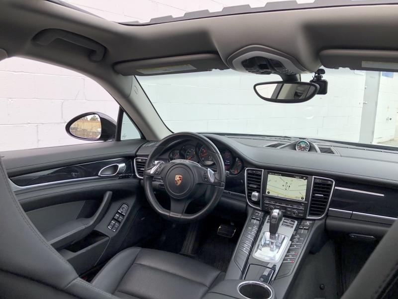 2011-Porsche-Panamera