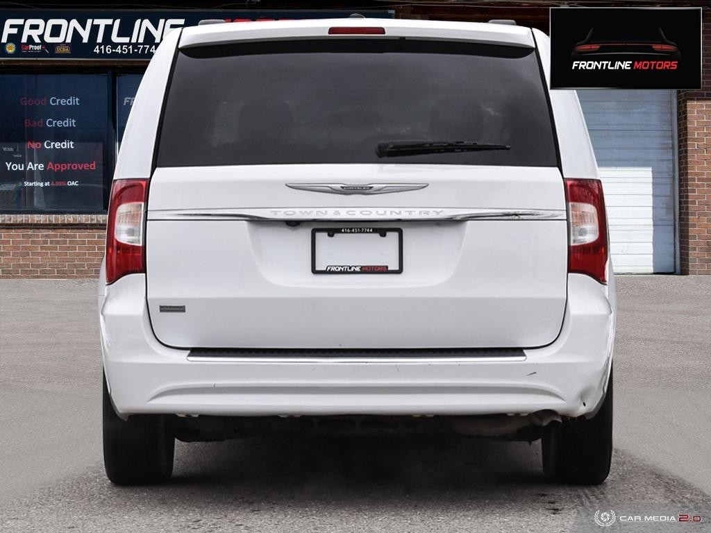 2014-Chrysler-Town & Country